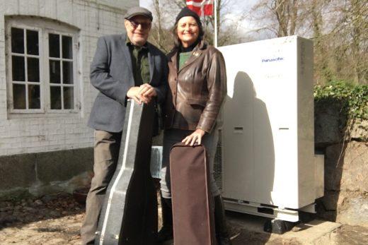 Luft til vand varmepumpe anmeldelse af Lasse og Mathilde på Fyn Nærvarme Danmark.