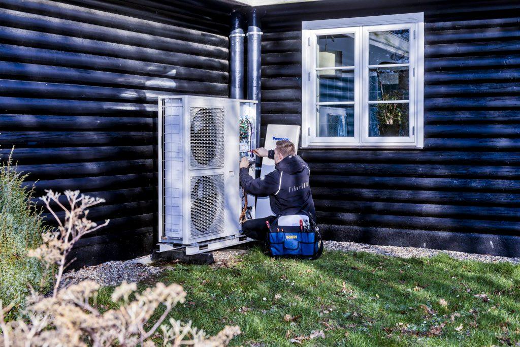 Lokale VVS og elinstallatører sætter varmepumper op