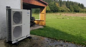 Træpillefyr kontra luft til vand varmepumpe på abonnement. Læs kundeanmeldelsen.