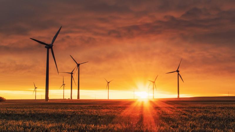 Strøm fra vindmøller til luft til vand varmepumper